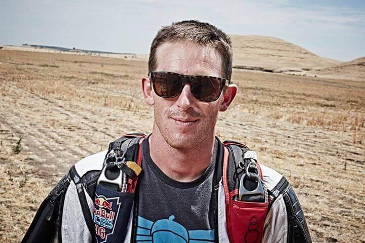 Scott Palmer (Plamer) in Wingsuit