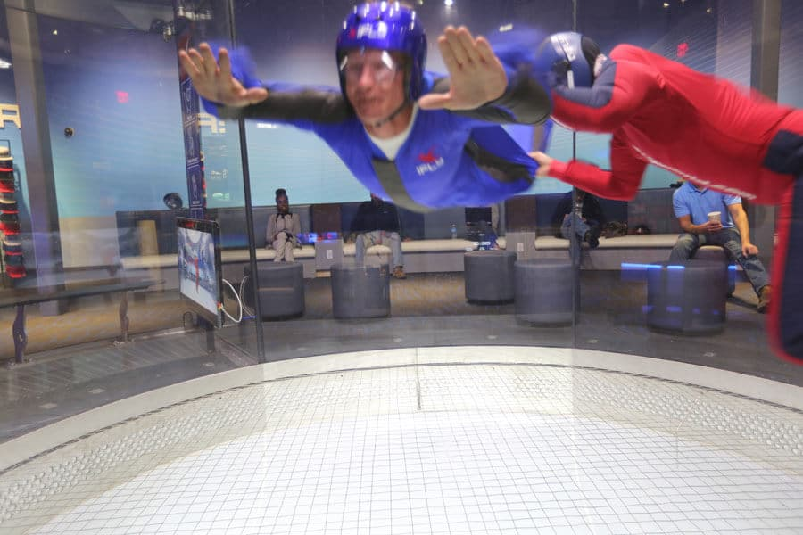 Nov 23, · Ever dream of flying? Now you can at iFLY Indoor Skydiving in Fort Lauderdale. Experience the thrill of skydiving without having to jump from a perfectly good.